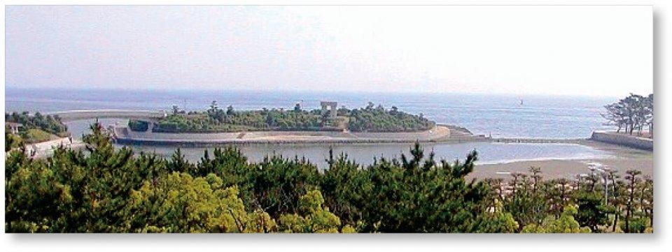 高砂海浜公園:白砂青松と海に浮かぶ人工島が広がる公園。水遊びや釣り、散歩など四季を通じて楽しめる。日本の白砂青松100選にも選定
