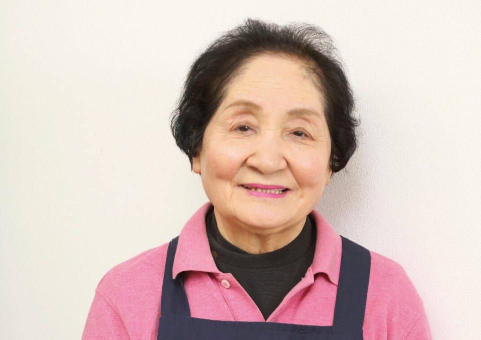 文化服装学院(東京)の10期生としてデザインを学んだ菅原義子代表取締役。卓越した絵心とバイタリティーで、地域の将来も描き続ける