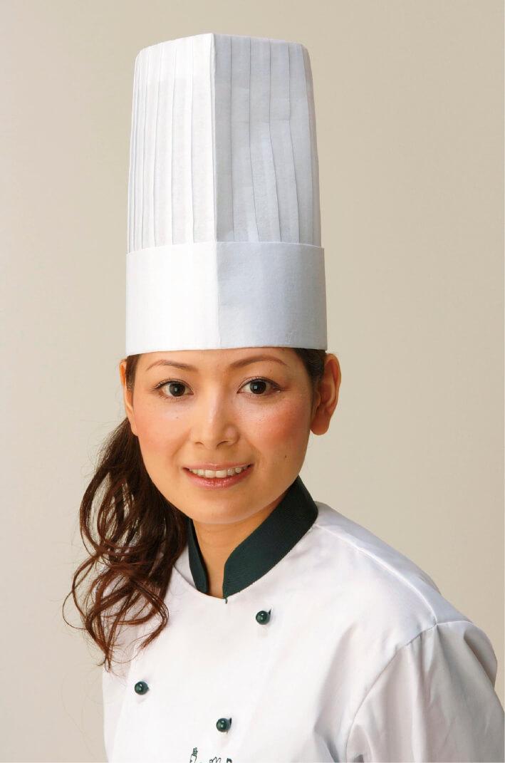 「青豆のドラジェ」の開発に協力してくれたパティシエの柿沢安耶氏。東京・中目黒で世界初の野菜スイーツ専門店「パティスリーポタジエ」を開店