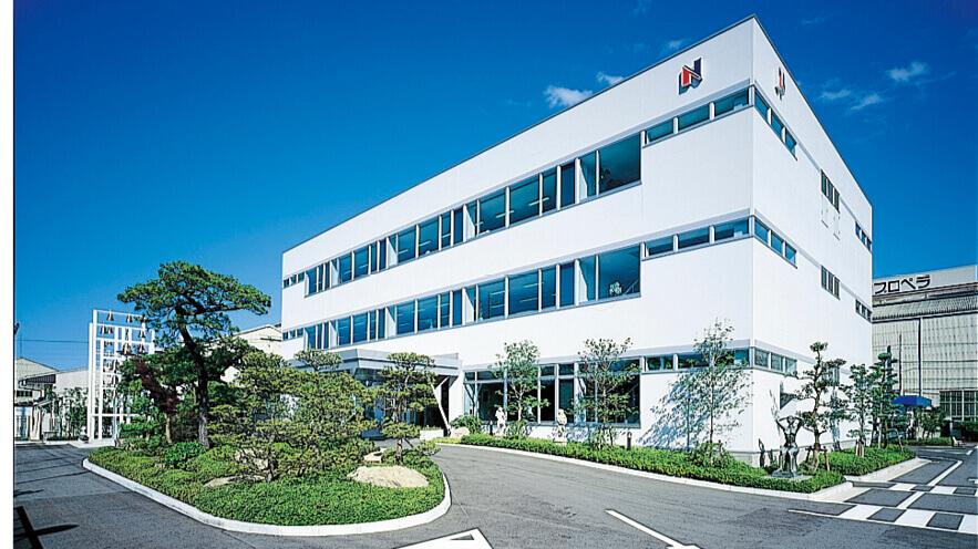 平成8年、中島さんが三代目社長に就任した年に新築した本社事務所。第10回日経ニューオフィス推進賞を受賞