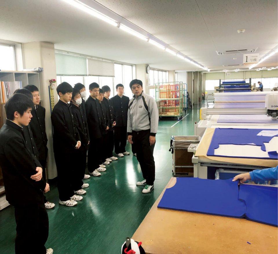 高校生が体操服メーカーを見学