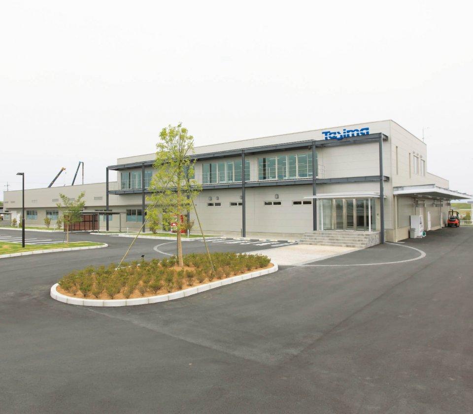 本社工場が完成し、2カ所に分散していた拠点を集約した。生産の効率化、作業環境の向上を図るとともに、環境配慮型の工場としても注目を集める