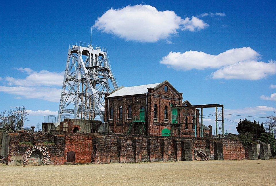 万田坑:世界文化遺産登録。日本の近代化を支えた産業遺産で、100余年前の最先端技術が集結した三井三池炭鉱の中心的存在