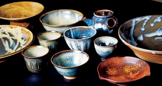 小代焼:江戸時代、寛永年間から続く伝統的な焼物。鉄分の多い小代粘土を使った素朴で力強い作風が特徴