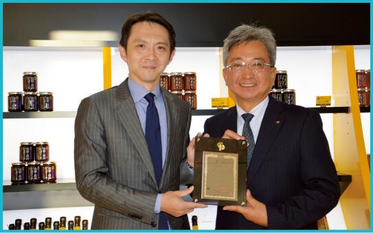 受賞した齋藤社長(左)と前山社長(右)