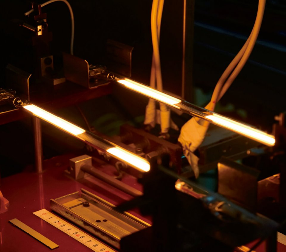 グラファイトヒーターは、加熱する対象物に応じて、発熱量をコントロールすることができる
