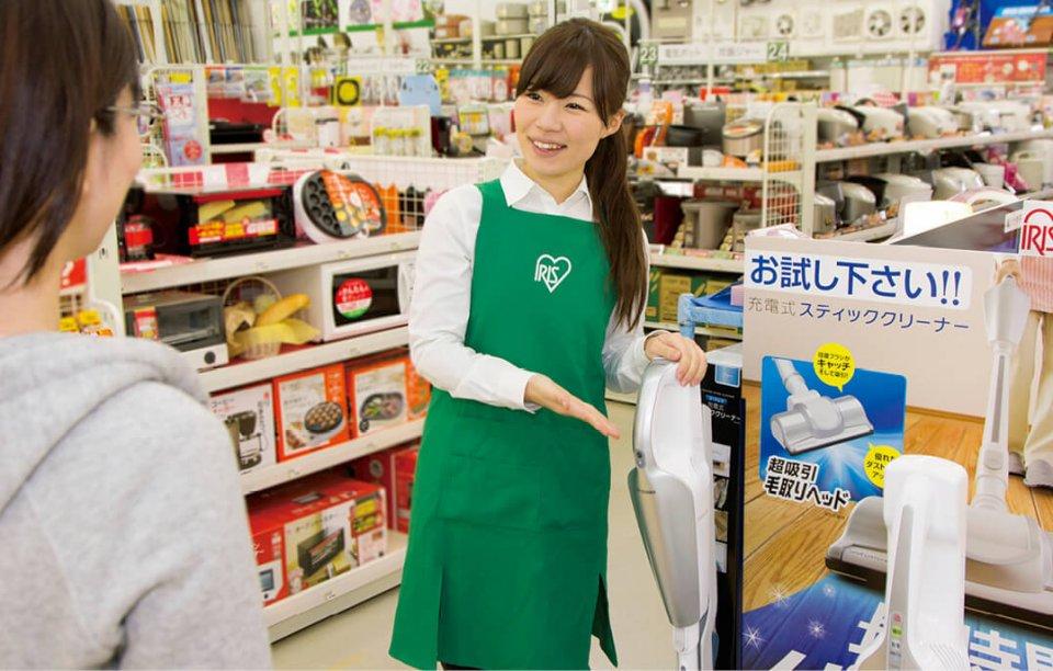 得意先の店舗にはセールス・エイド・スタッフ(SAS)を派遣。買い物客に商品説明をするとともに、消費者の生の声も収集している