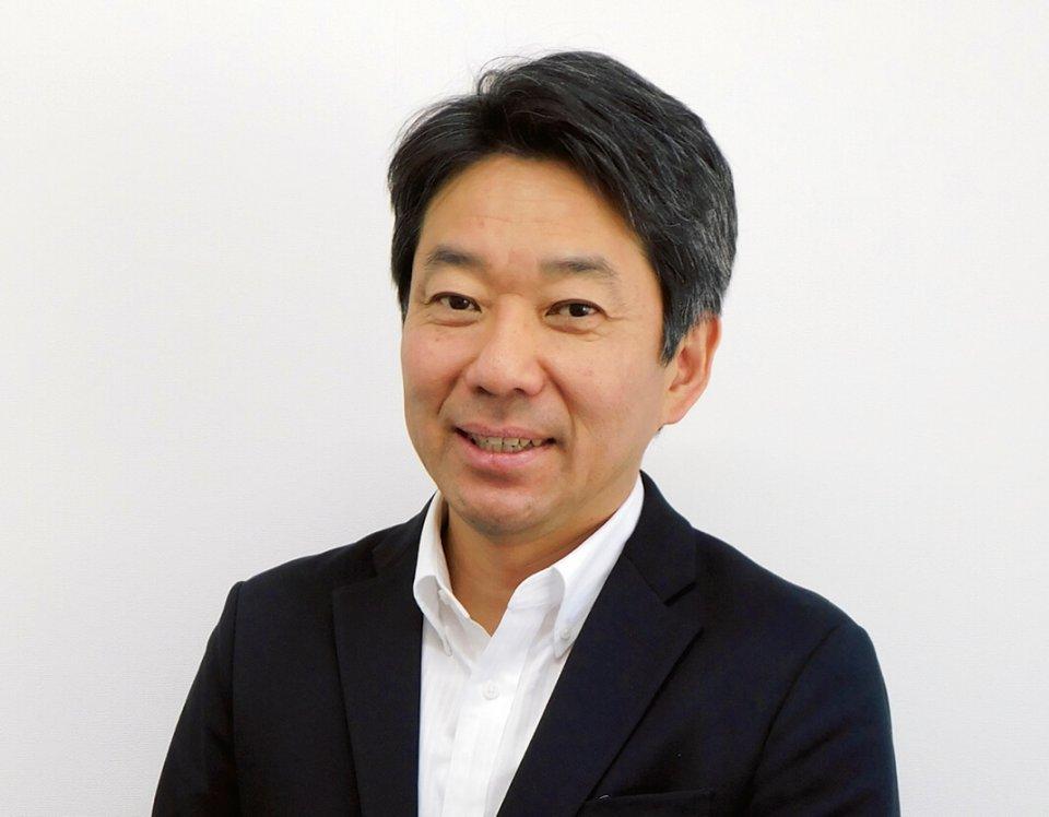 早田圭介社長は農業を1年間体験し、農作業の過酷さを身をもって学んだ。丹精込めた野菜が規格外という理由で廃棄される現状を憂い、野菜シートの商品化を目指した