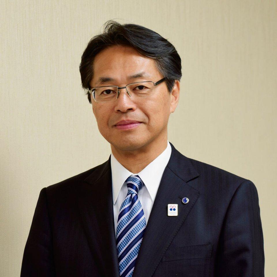 「バスには厳しい安全基準があります。水戸岡氏のアイデアがなかなか基準をクリアできず、完成するまで大変でした」と思い出を語る長尾真社長