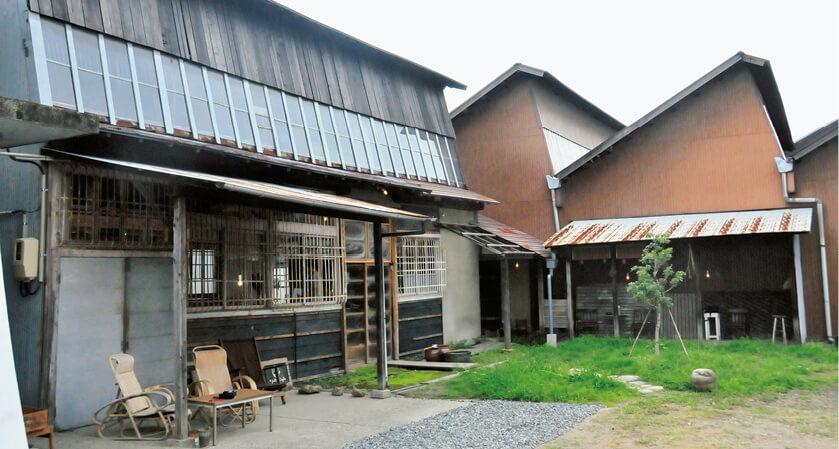 織物のまちとして栄えた一宮は今ものこぎり屋根の工場が残っている