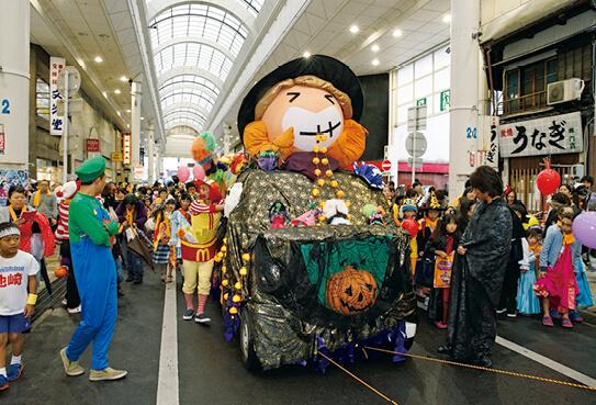 一宮だいだいフェスタ大集合for Halloween。本町商店街をパレードする