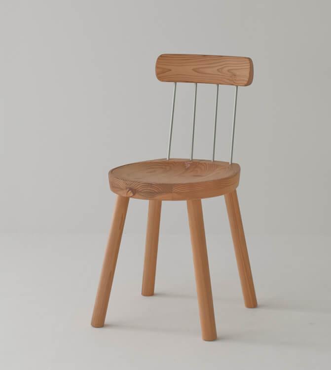 圧縮スギの家具「HIDA」シリーズのチェアは、2009年にグッドデザイン賞、日本商工会議所会頭賞に輝いた傑作