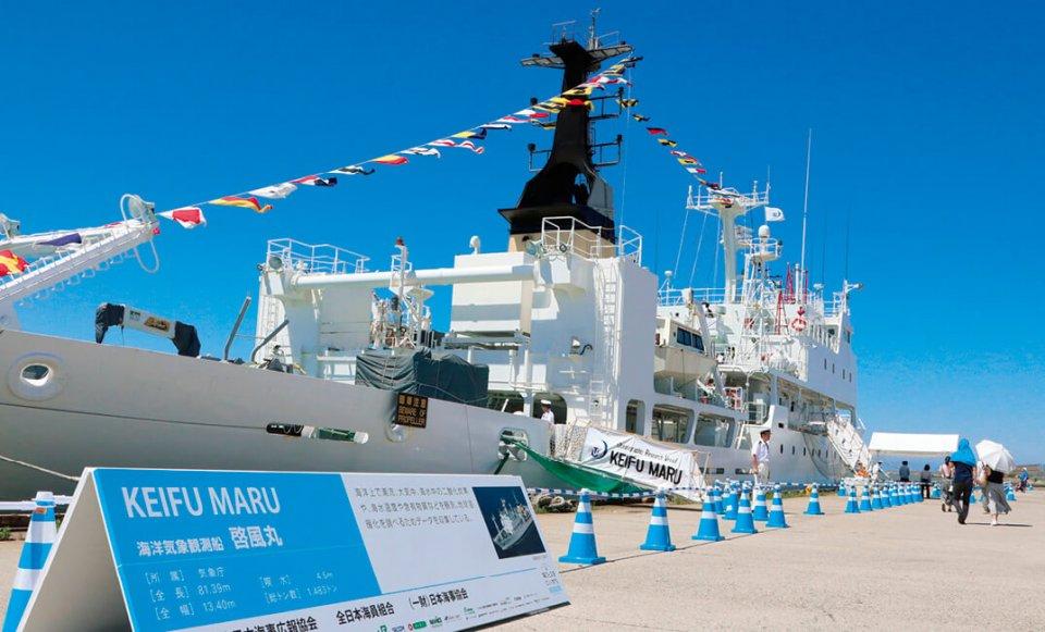 「海フェスタ」で一般公開された海洋気象観測船「啓風丸」