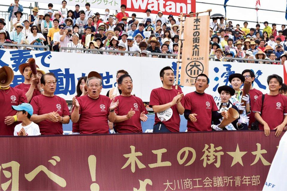 津村会頭(左から5人目)らが声援を送った
