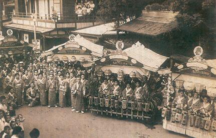 昭和20年代、宇喜世の前で開かれていた「田端まつり」の様子