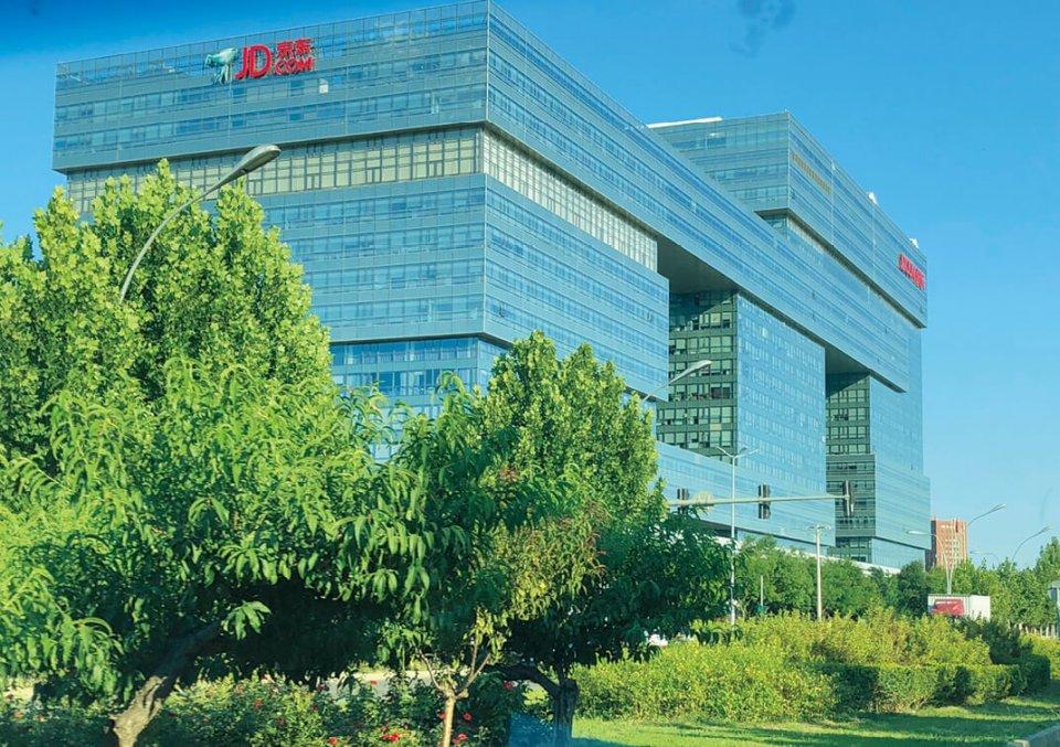 北京市内にある京東の本社の巨大ビルには、2万人が働いている