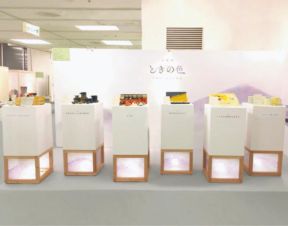 東京・五反田で行われた展示会では、現代生活に合うモダンな作品が並んだ。(展示会協力:セメントプロデュースデザイン)