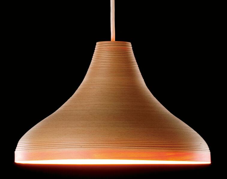 テーブルウェアと売り上げを二分するまでに成長している照明は、全国の高級ホテルやマンション、ショッピングモールからの注文が殺到。海外からの引き合いも多い