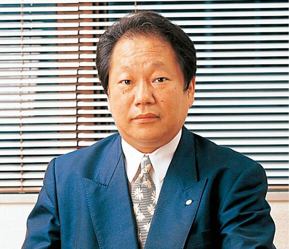 マリンフード社長の吉村直樹さん。「好んで冒険しているわけではなく、冒険しないと生き残っていけないという思いでやっています」