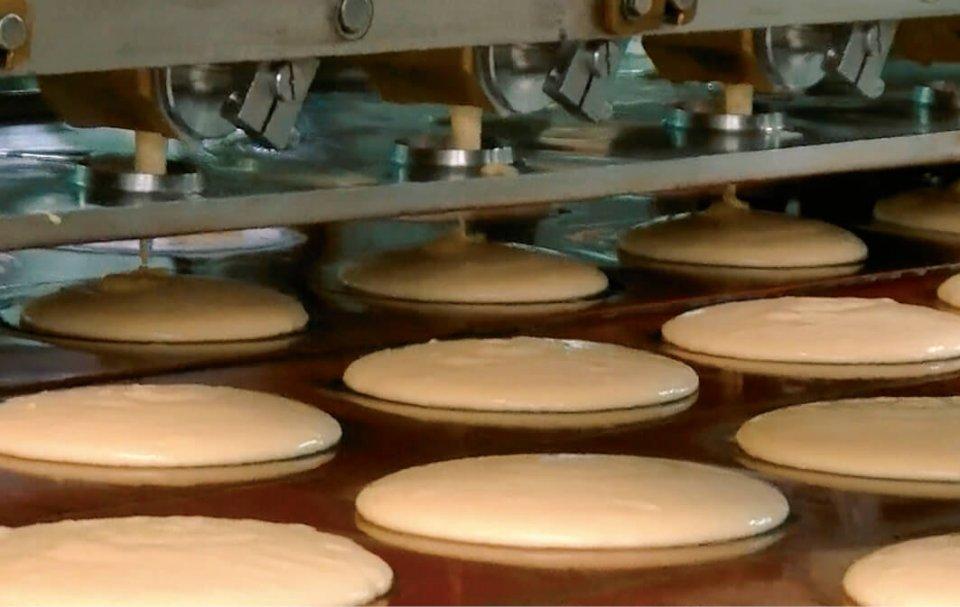 ホットケーキの生産ライン。菜食主義者用のヴィーガンホットケーキも生産している