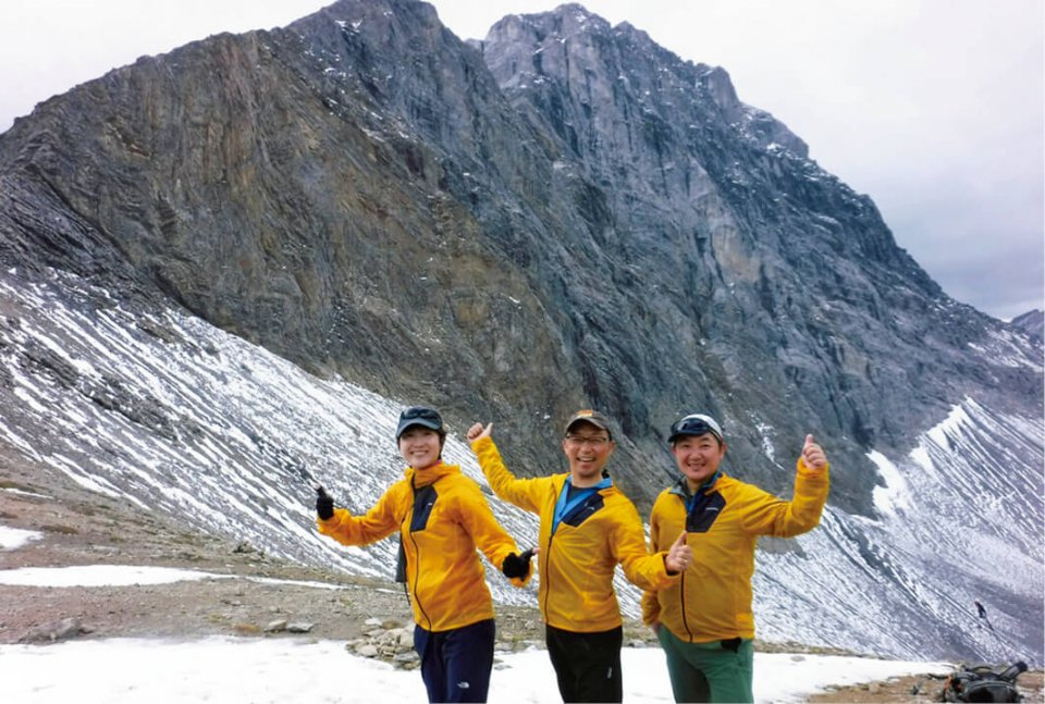ワールドユーアカデミーの研修の一環で、幹部とともにカナダのロッキー山脈へ挑戦。交流が深まることで、ビジョンの共有、生産性向上も後からついてくる