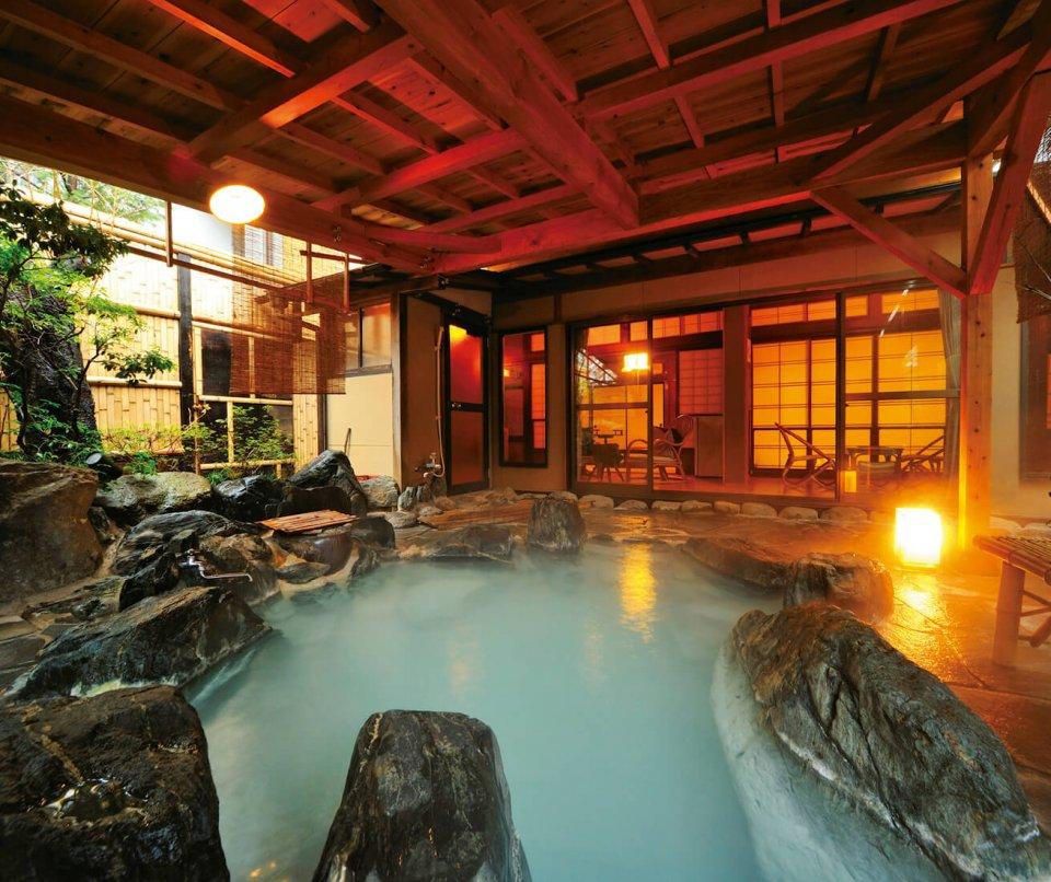 岳温泉、美肌の湯として知られる