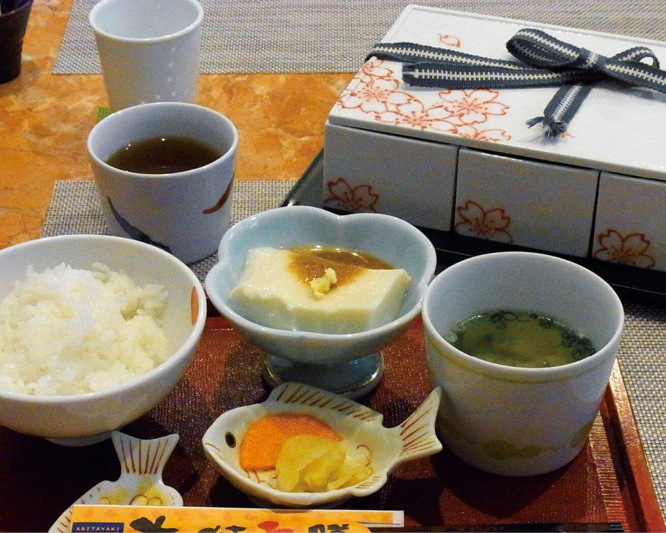 有田焼の器でありたどり料理を味わえる「有田焼五膳」