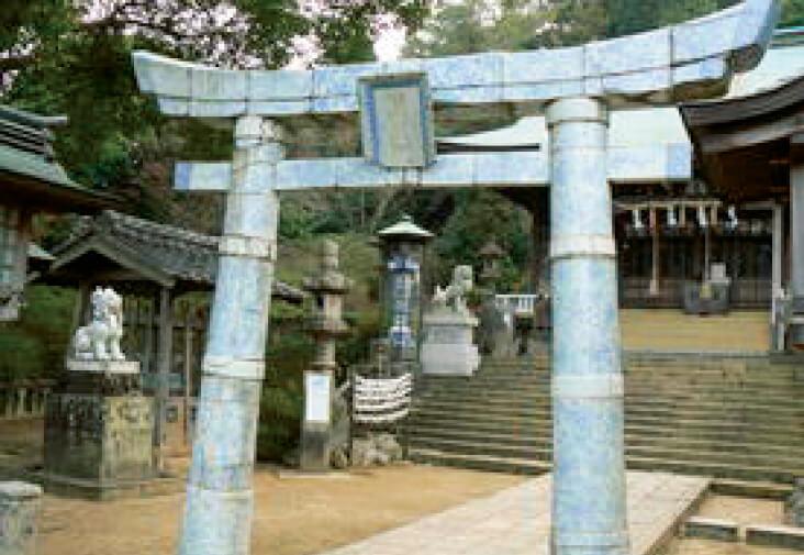 陶祖・李参平が祀(まつ)られている陶山神社