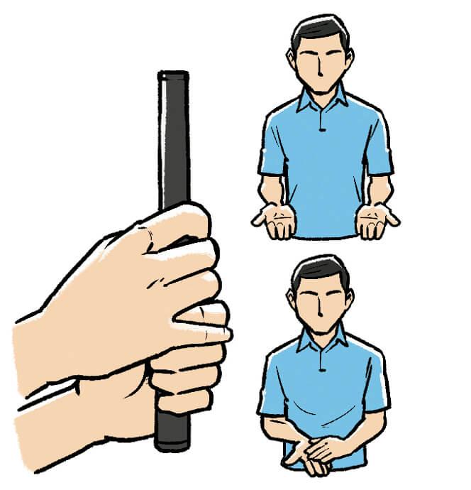 賞状をもらうときの両ひじが軽く脇についた状態から、左の手のひらを右の手のひらに上から重ねて、クラブを持つ。そのままアドレスすれば手の長さは左右そろう