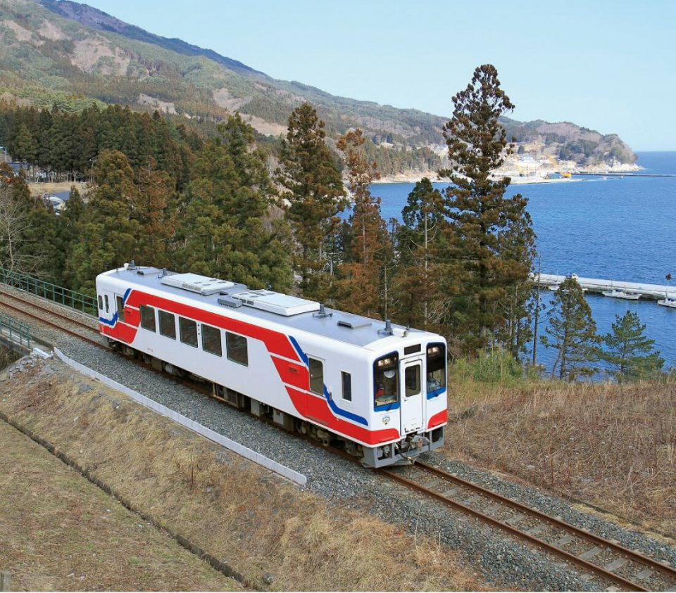 この3月に全線が開通する「三陸鉄道リアス線」(久慈~盛間)。これにより沿岸地域の移動がスムーズになる