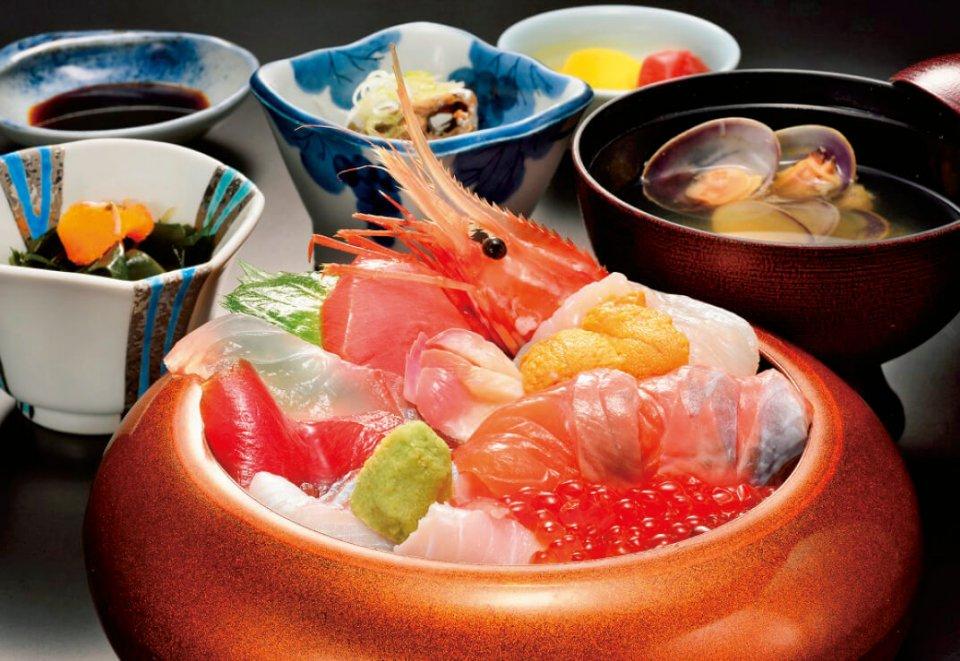 相馬市では津波で被害を受けた松川浦の観光振興のために「復興チャレンジグルメ」を11店舗で開催。さまざまな海鮮料理が味わえる