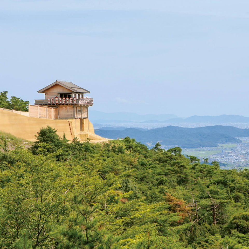 鬼ノ城(西門):日本百名城の一つ、鬼城山に築城された古代の山城で「桃太郎伝説」の舞台
