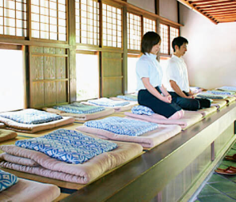 修行場で座禅体験(宝福寺)