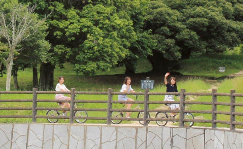 吉備路自転車道:日本の道100選に選定されている。約21㎞のコースの途中でさまざまな史跡を巡ることができる