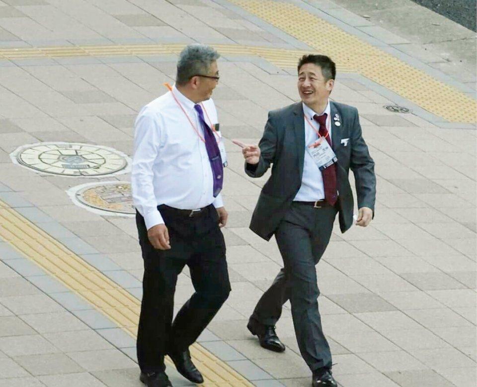 日本YEG内田茂伸会長(左)と全国大会に向けて、ガッチリスクラム!