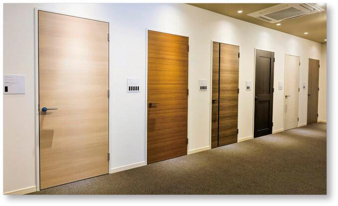 当社製造のドアの数々