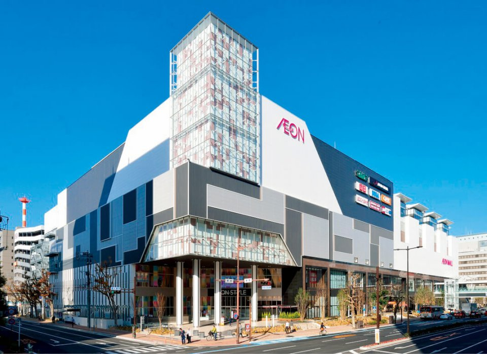 JR岡山駅近くに建つイオンモール岡山のガラス外壁、外構工事など、複数商品の納入でまちづくりへの貢献を目指す