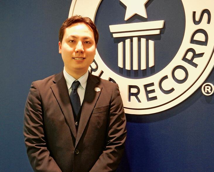 「ギネス世界記録は公正な審査の上で認定されるため、達成するためのアドバイスはできませんが、挑戦に向けた準備から記録認定後の活用までお手伝いします」と語る矢崎正道さん