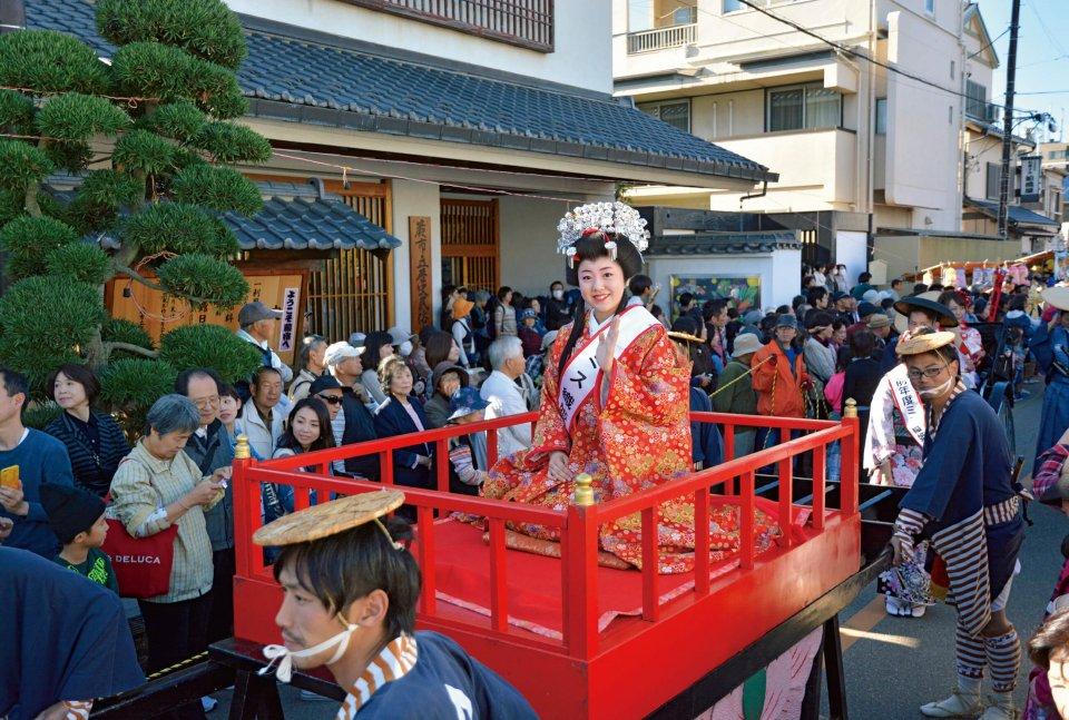 中仙道武州蕨宿宿場まつりの「織姫道中大行列」。毎年11月に開催