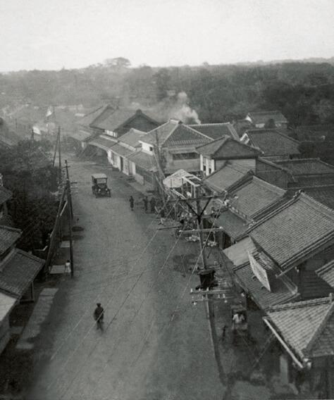 中山道(上町地区):蕨宿の面影を残すまち並み。大正11(1922)年撮影