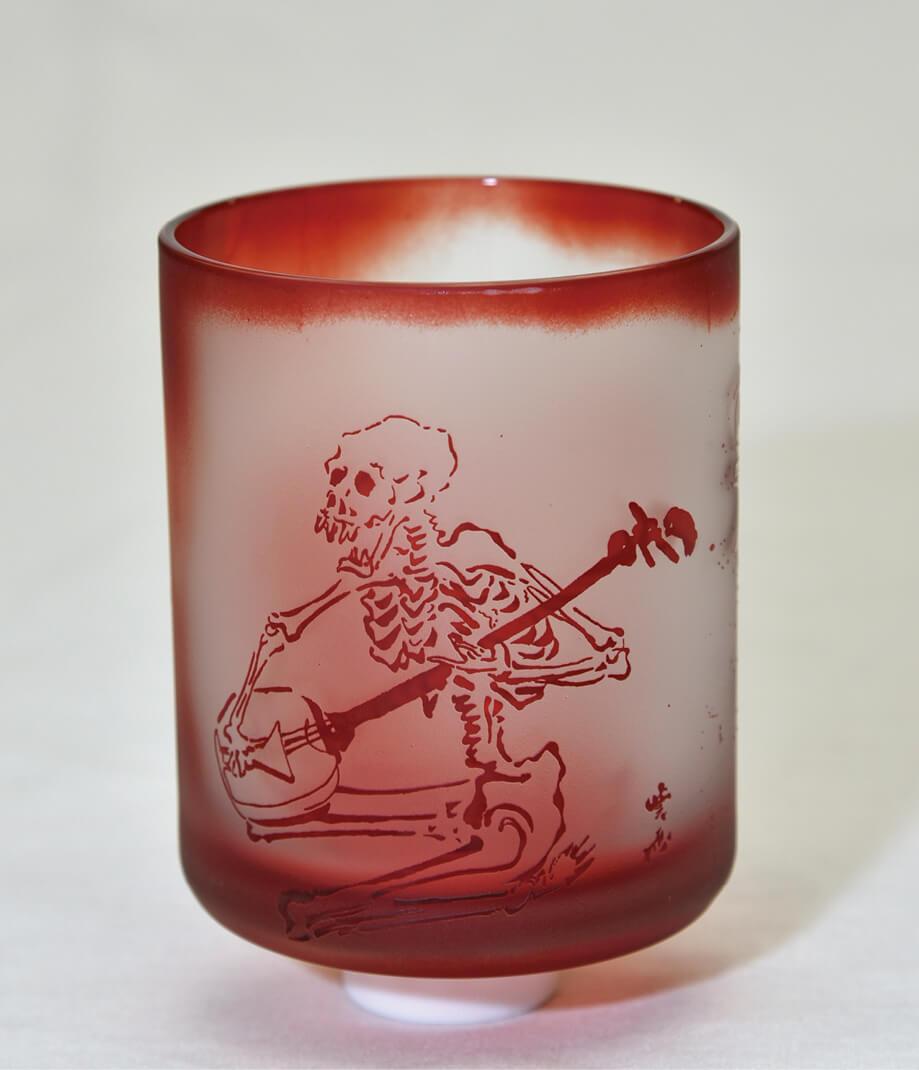 「蕨硝子」被(き)せガラス・ロックグラス:河鍋暁斎作品をモチーフにしたデザインが人気。蕨ブランド認定品