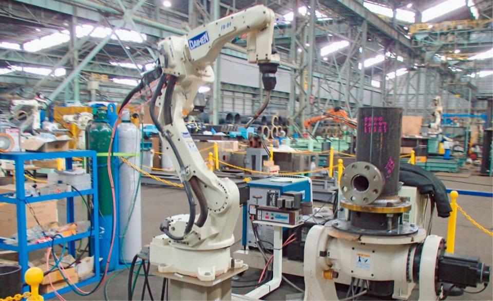 西宮工場内にはファナック、安川電機など7メーカー26台のロボットが常設してある。工場は奥行き200mと広く製造ラインを再現することもできる