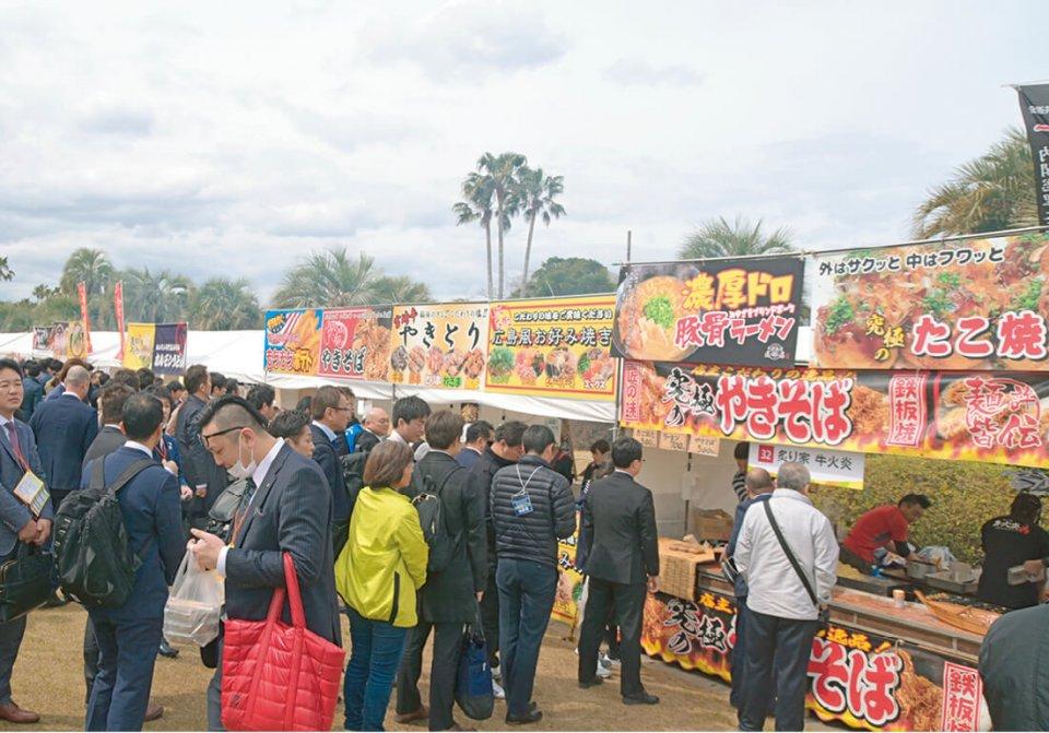 宮崎のみならず日本全国の「旨いもん」が集合した飲食ブースは大にぎわい