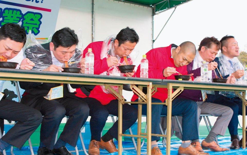 全国各地のYEGメンバーが参加して大盛り上がりを見せた「辛麺早食い大会」