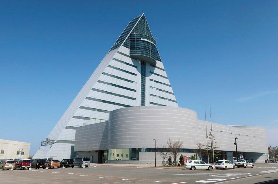 アスパムの建物は、青森の頭文字であるAの形となっている
