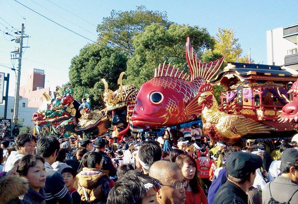 毎年11月に行われる唐津くんちには多くの外国人が訪れる