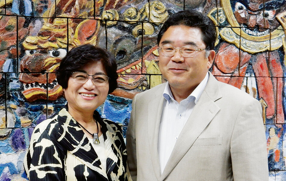 「私は結婚して唐津に来ましたが、このまちが本当に大好きなんです」と語る田中丸昌子さん(左)と「今後われわれの活動をまちの経済効果につなげていきたい」と話す古賀博文さん