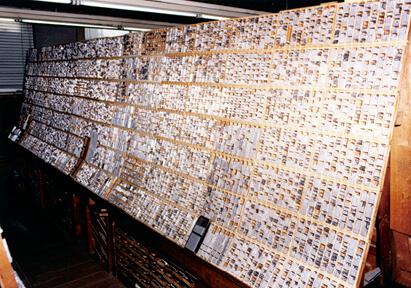 活版印刷に使われる活字を収めた活字馬(棚)は今も社内に保存されている