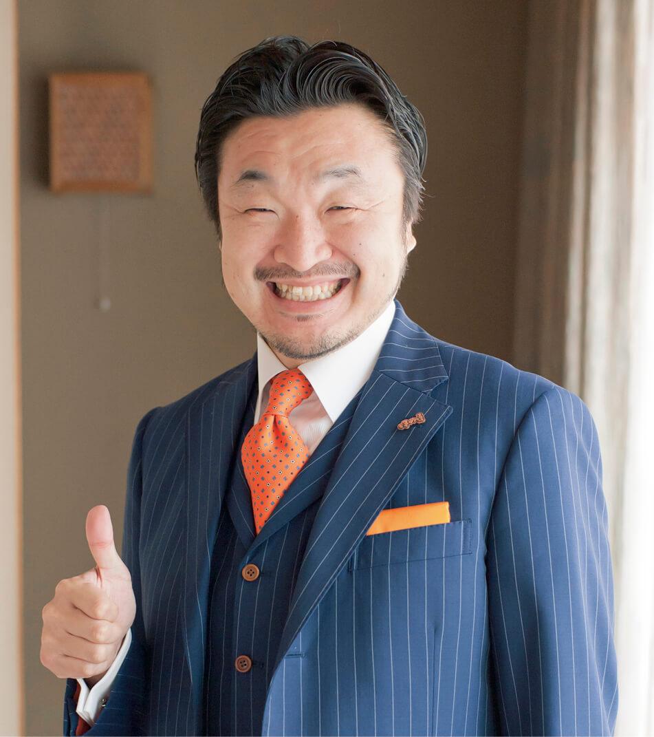 西村 貴好 (にしむら・たかよし) 一般社団法人日本ほめる達人協会 理事長 自ら立ち上げた覆面調査会社での経験から、ダメ出しの限界と「ほめて伝える」効果の大きさに気付く。その後、「ほめて結果を出す」を体系化した研修を開発する。それを採用する企業の実績は平均して前年比120%、3カ月で売り上げを160%にする店舗も登場。2010年よりほめる力が付く一般向けセミナー「ほめ達!検定」をスタート。経営者・管理職はもとより、会社員や教師、子育て中の母親や学生など多くの人の評判になり、7年連続で年間200回以上の講演・セミナーを行っている。著書に『ほめる生き方』(マガジンハウス)『繁盛店の「ほめる」仕組み』(同文舘出版)など多数