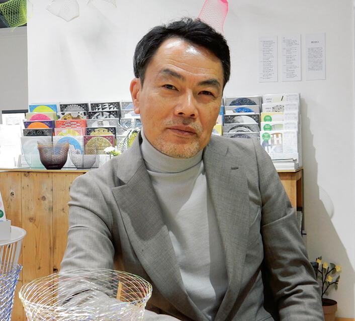 「『かみの工作所』の参加デザイナーも延べ50人くらいになりました。今後デザイナーのネットワークづくりにも力を入れたい」と語る山田明良社長